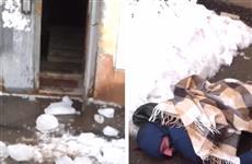 Из-за льда, упавшего на парня на Пугачевском тракте, возбудили уголовное дело