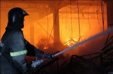 """Пожарные заканчивают тушение склада со шприцами на РКЦ """"Прогресс"""""""