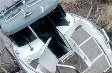 На Волге у пристани Шелехметь пострадал водитель катера, врезавшийся в берег
