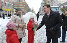 Дмитрий Азаров лично поздравил женщин Самары с 8 Марта