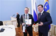 Дмитрий Азаров вручил награды ученым губернии