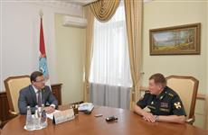 Дмитрий Азаров провел встречу с командующим Приволжским округом войск Росгвардии Александром Порядиным