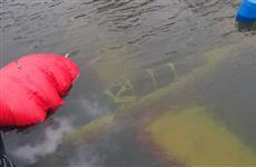 Затонувший в реке Татьянка самолет извлекли из воды при помощи надувных понтонов и автокрана