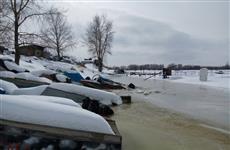 """На лодочной станции """"Прокат"""" на Самарке катера уходят под воду"""