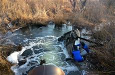 Около пос. Черновский из лежавшей в озере машины вытащили тело мужчины