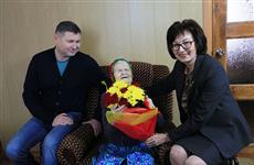 Министр соцразвития республики Марий Эл поздравила долгожительницу с юбилеем