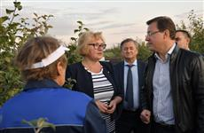 Губернатор посетил садоводческое предприятие в Сергиевском районе