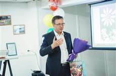 Дмитрий Микель от имени депутатского корпуса поздравил семьи с полувековым стажем