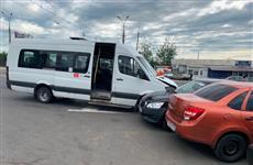 На пр. Кирова в Самаре Datsun врезался в маршрутку