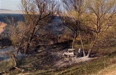 В Исаклинском районе ВАЗ перевернулся в кювет и загорелся