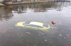 Из Волги у Тольятти спасатели извлекли автомобиль с телом женщины