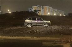 В Самаре водитель ВАЗа заехал на газон у памятника Ил-2 и отказался от медосвидетельствования