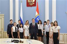 Дмитрий Азаров вручил паспорта самарским отличникам