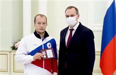 Артем Здунов наградил бронзового призера Олимпиады в Токио Сергея Емелина и его тренера