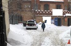 Неизвестный на авто сбил женщину во дворе на ул. Самарской