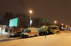 """Водитель грузовика врезался в """"скорую"""", пострадали четверо"""