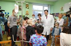 Глеб Никитин поздравил с наступающим Новым годом пациентов гематологического отделения детской областной больницы
