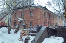 В Кирове разрешили жить в доме, на который упал кран
