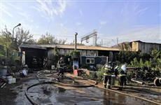 В Самаре тушили крупный пожар в ангаре на Заводском шоссе