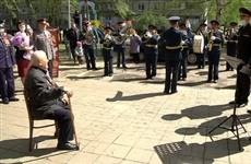 По поручению Дмитрия Азарова к Дню Победы более чем 15 тысяч ветеранов губернии получат дополнительные выплаты