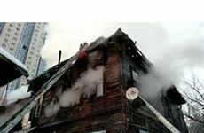 В центре Самары горит двухэтажный жилой дом