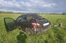 В Борском районе в перевернувшемся в кювет Nissan пострадали три человека