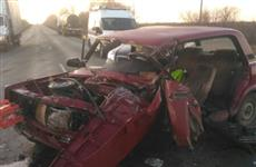 В Кинельском районе после ДТП водителя извлекали из разбитой машины при помощи гидроинструмента