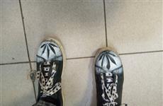Обладатель марихуаны привлек внимание полицейских кроссовками с изображением конопли