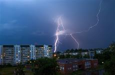 В окрестностях Тольятти из-за разрядов молнии загорались дома и деревья