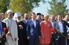 Самарцы в День города возложили цветы к памятнику князю Григорию Засекину