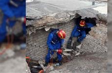 В Самаре под обрушившейся крышей гаража погиб мужчина