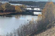 Тела мужчины и девушки вытащили из машины, утонувшей в реке Сызранка