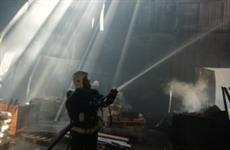 В Сызрани произошел крупный пожар на складе с краской и утеплителем