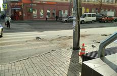 В центре Самары одна из столкнувшихся машин отлетела и сбила насмерть пешехода