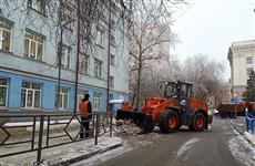 На уборку снега в Самаре в ближайшие сутки выйдут 300 спецмашин