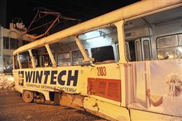 В Самаре трамвай сошел с рельсов, два человека госпитализировано