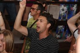 "Солистка ""Cheese people"" танцевала босиком на концерте в Art & Fact"