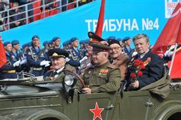 Парад Победы на площади им. Куйбышева в Самаре