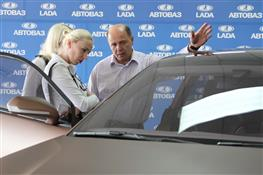АвтоВАЗ представил землякам концепт Lada XRAY