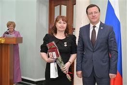 Накануне Дня социального работника глава региона Дмитрий Азаров вручил награды лучшим представителями отрасли