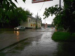 Ливень превратил улицы Самары в реки