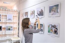 """В областной юношеской библиотеке открылась фотовыставка """"Twinsoul. Родственная душа"""""""
