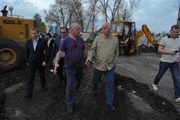 """Губернатор посетил строительную площадку стадиона """"Труд"""""""