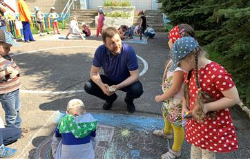 В Нижнем Новгороде День рисования на асфальте отметили акцией по безопасности на дорогах
