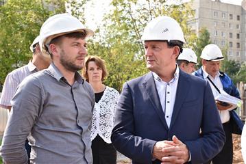Михаил Богаратов проинспектировал ход строительства регионального центра по хоккею