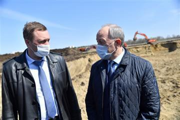 Губернатор Валерий Радаев проконтролировал ход строительства областного онкоцентра