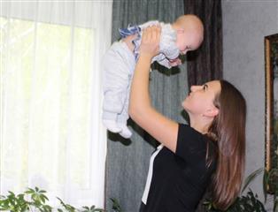 Молодым семьям Пензенской области органы соцзащиты и МФЦ помогают оформить денежную выплату на первого ребенка