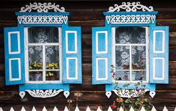 Волонтеры помогут сохранить дом с наличниками и старинную церковь в Кировской области