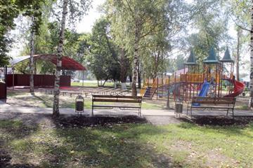 В рамках реализации в Мордовии нацпроектов в центре села Кемля благоустроен парк-сквер