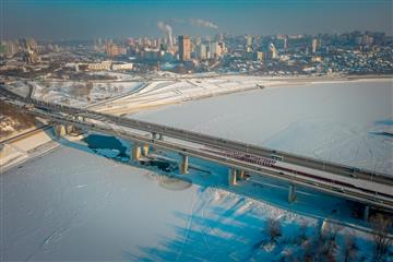 В Уфе на новом строящемся мосту через реку Белую в створе улицы Воровского произведена надвижка пролетного строения